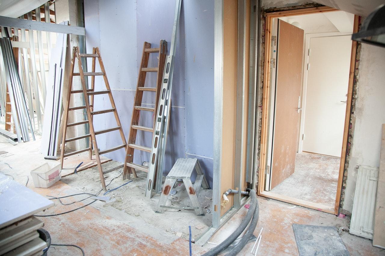 O co należy zadbać przed malowaniem domu?