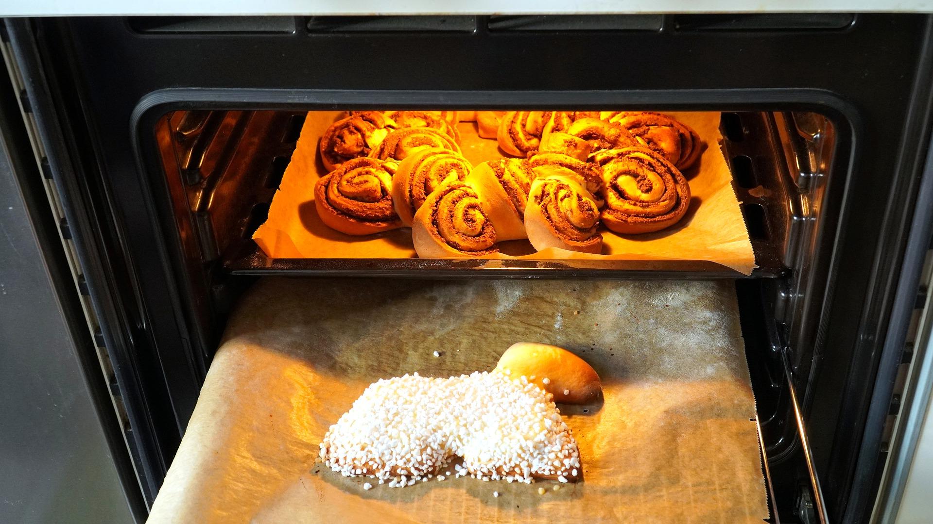 4 domowe sposoby na wyczyszczenie piekarnika