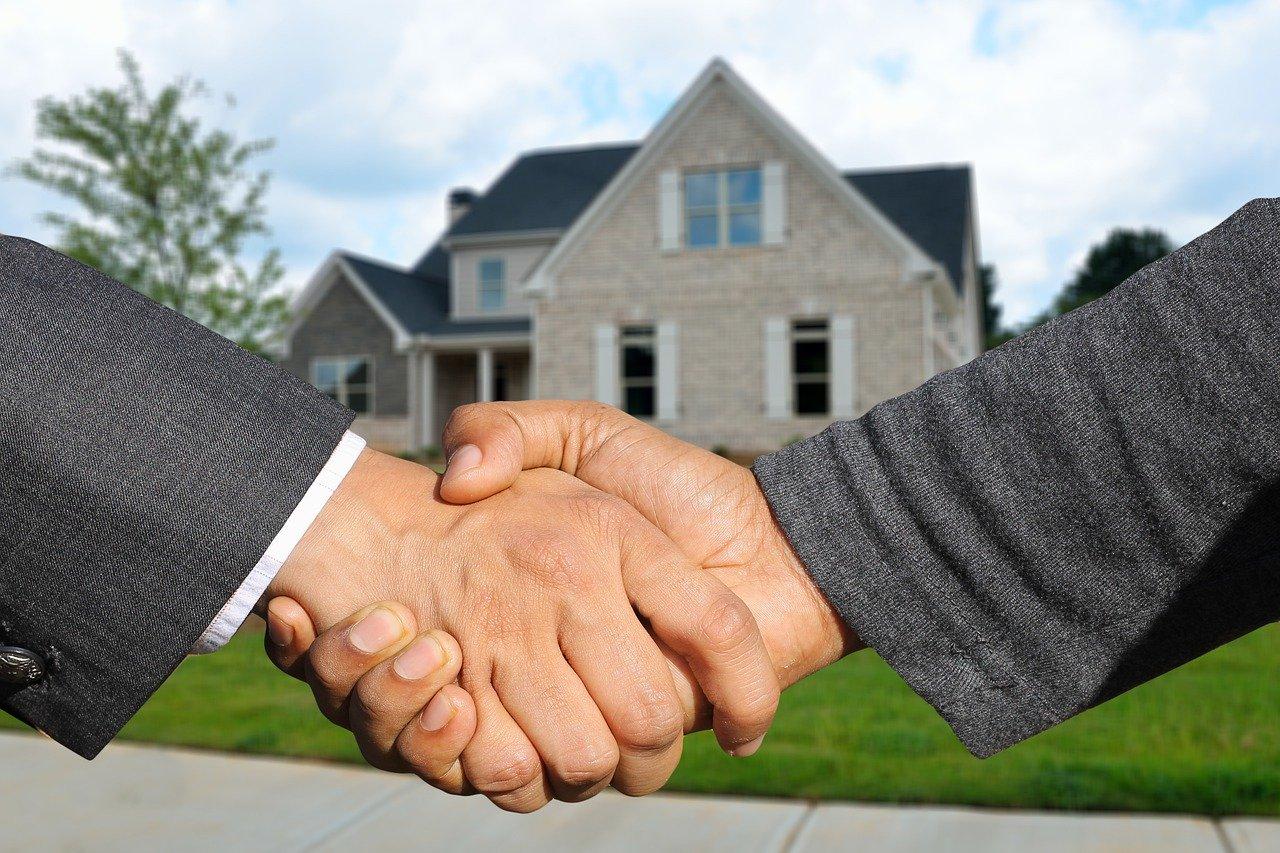 Jakie korzyści niesie współpraca z agencją nieruchomości?