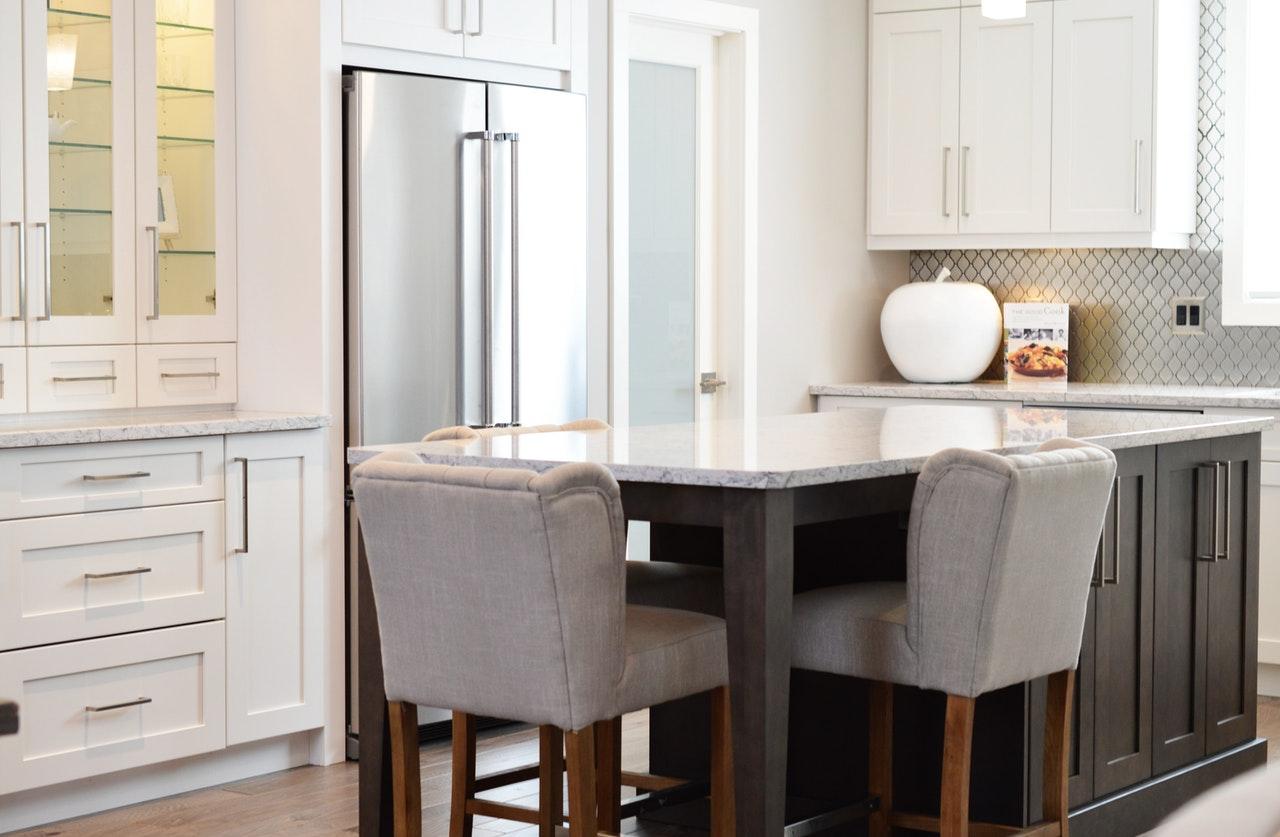 Jak dobrze wybrać krzesła do kuchni czy jadalni?