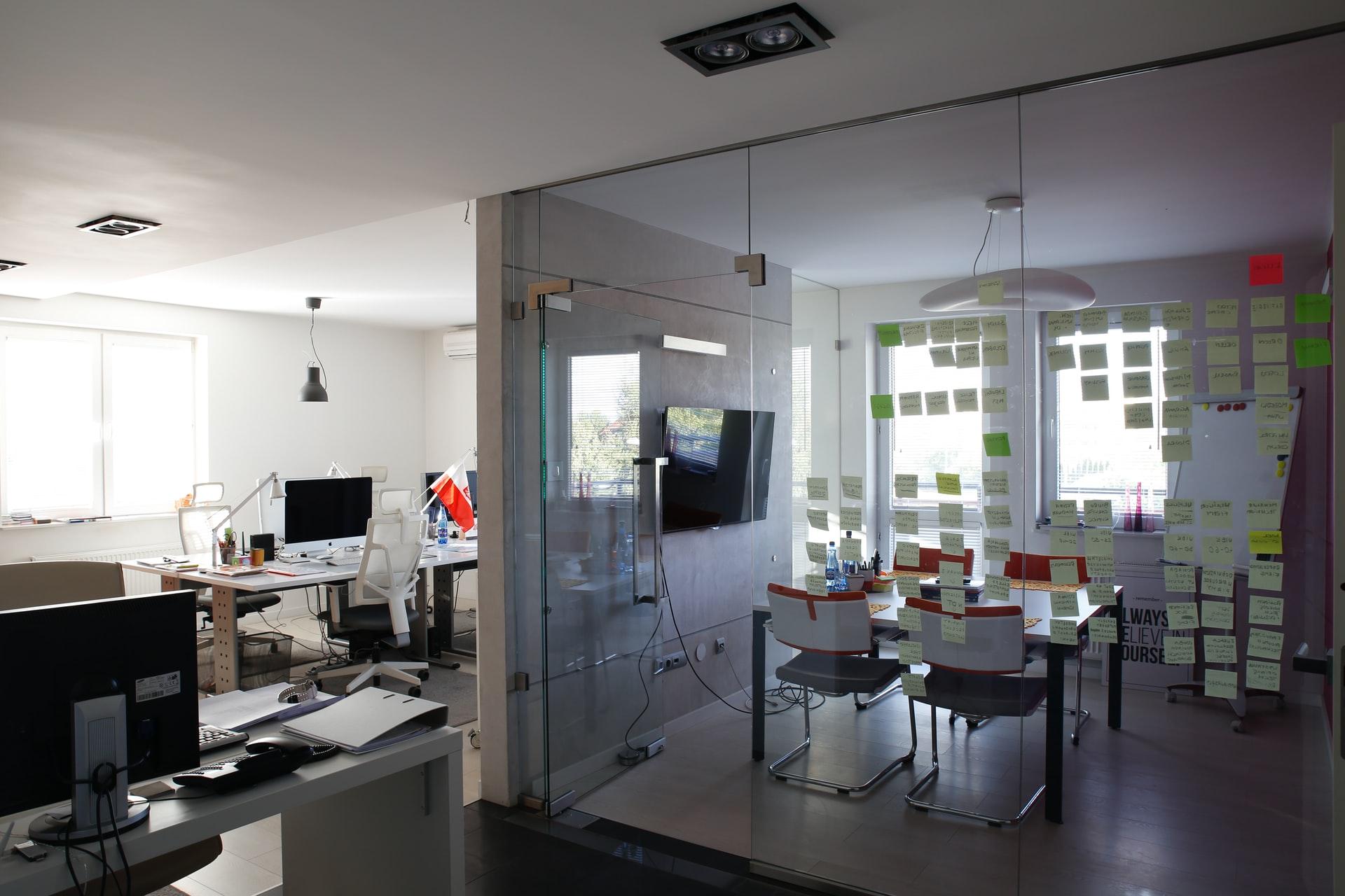 Krzesła biurowe - na co zwrócić uwagę przy zakupie?